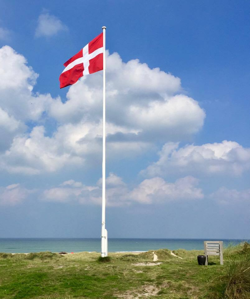 flagstang-paa-strand